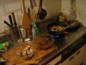 カレーを調理中。料理もアートだ。