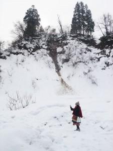 松代にて、雪の中に入ってみる。例年ではこのように入っていくことは難しい。