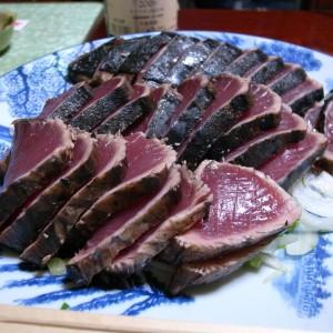 こんな肉厚のかつおのたたきは食べたことがない。
